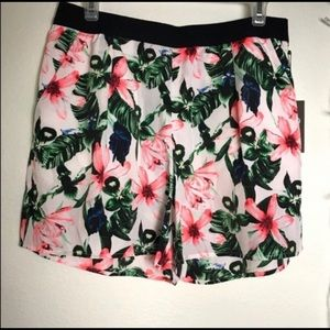 VINCE CAMUTO Shorts with Pockets Medium NWT